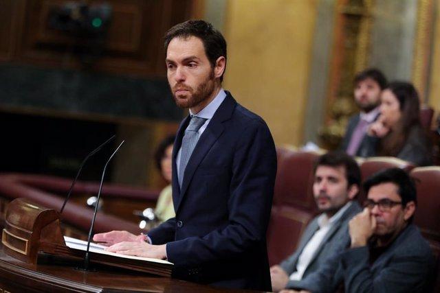 El portaveu d'Unió del Poble Navarrs (UPN) al Congrés, Sergio Sayas, intervé des de la tribuna del Congrés dels Diputats