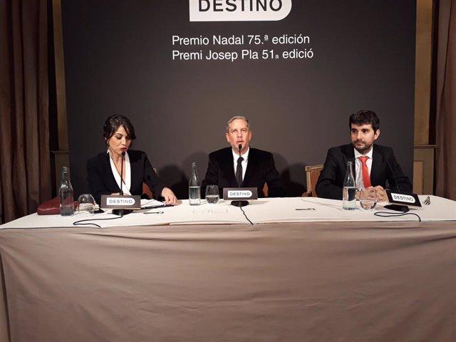 Guillermo Martínez (Premi Nadal) i Marc Artigau (Premi Pla), guardonats en l'edició 2019 de tots dos premis de Destino