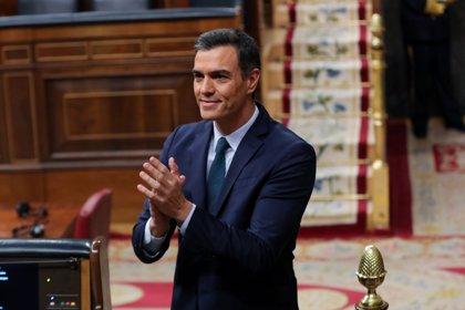 Sánchez sólo supera por un voto los rechazos a su investidura y deberá esperar al martes para ser elegido