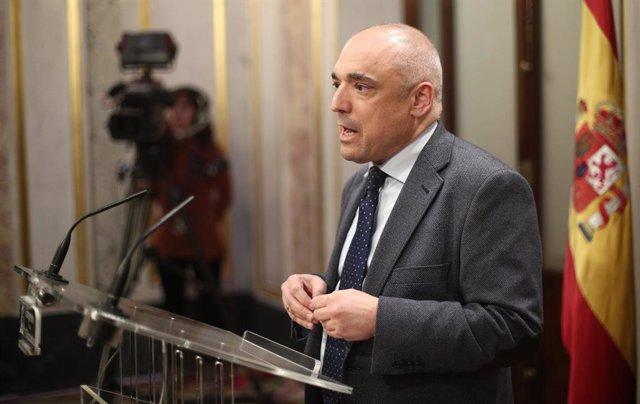 El diputat del PSOE, Rafael Simancas, en roda de premsa després de finalitzar la sessió de constitució de les Corts per a la XIV Legislatura al Congrés dels Diputats, Madrid (Espanya), a 3 de desembre de 2019.