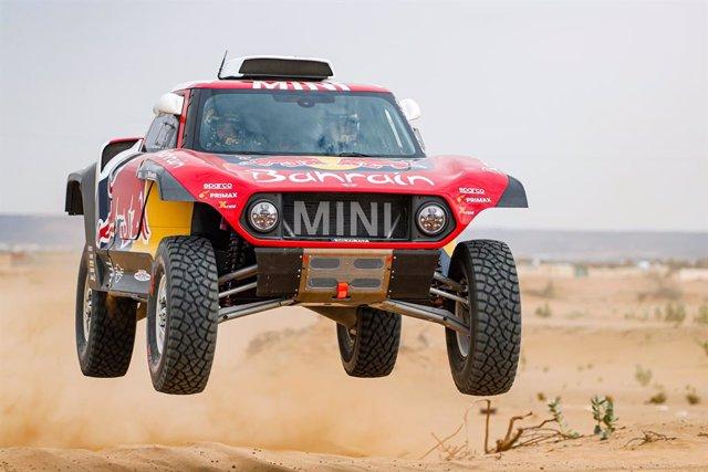 AV.- Rally/Dakar.- Sainz comienza fuerte y Alonso se estrena undécimo en el inic