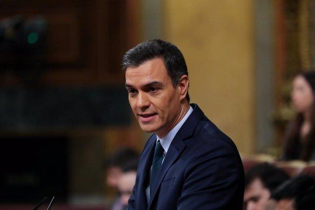 El president del Govern en funcions, Pedro Sánchez, durant la seva intervenció final en la segona sessió del debat d'investidura del candidat socialista a la Presidència de Govern en la XIV Legislatura a Madrid (Espanya), 5 de gener del 2020.