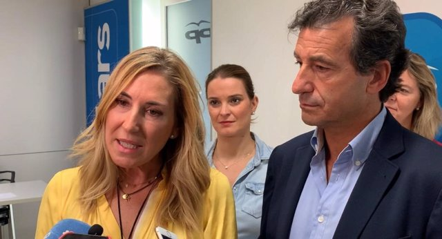 La sotssecretària de l'Organització del PP nacional, Ana Beltrán, al costat del president del PP balear, Biel Company.
