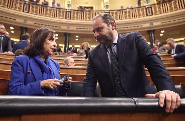 La ministra de Defensa i Afers Exteriors en funcions, Margarita Robles i el ministre de Foment en funcions, José Luis Ábalos.