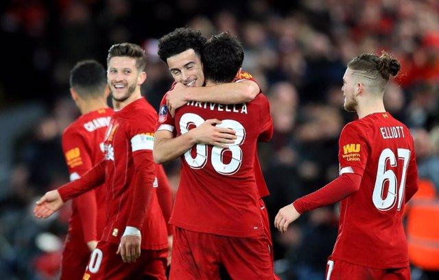 Fútbol.- (Crónica) El Liverpool se mete en la cuarta ronda de la FA Cup con un g