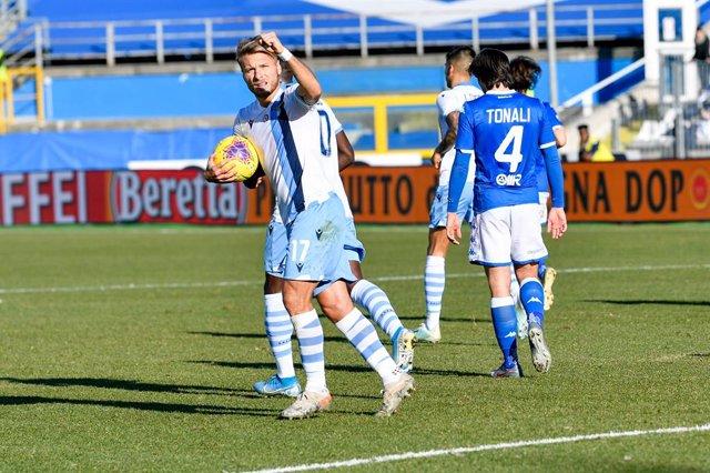 Fútbol/Calcio.- (Crónica) La Lazio aprieta a los líderes y la Roma tropieza en c