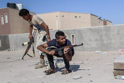 Un misil lanzado por Haftar impacta en un centro médico en Trípoli