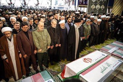 Cientos de miles de iraníes participan en los actos por el funeral de Qasem Soleimani en Teherán