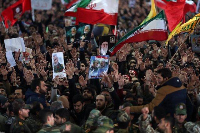 Participantes en el funeral en Teherán del general Qasem Soleimani, jefe de la Fuerza Quds de la Guardia Revolucionaria de Irán