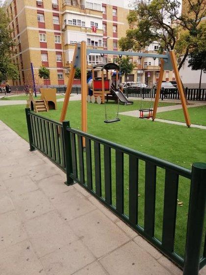 Ayuntamiento de Sevilla ejecuta la renovación integral del parque infantil de la calle Arcángel San Miguel en Triana