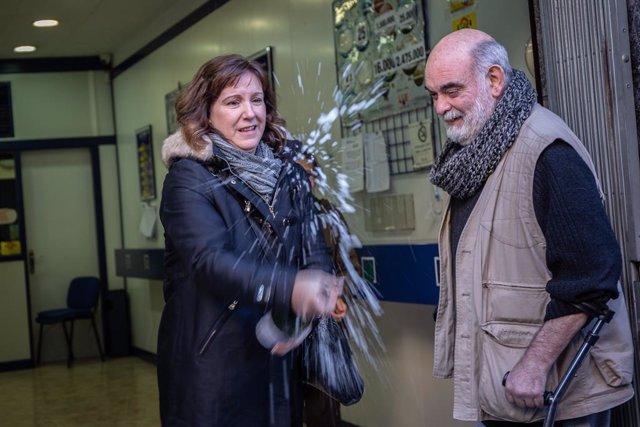 Premiats a l'administració 271 de Barcelona on el 2019 va caure íntegrament el primer premi del sorteig extraordinari de Reis