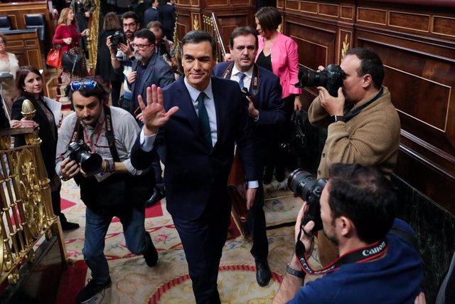 El president del Govern central en funcions, Pedro Sánchez, abandona l'hemicicle del Congrés, en acabar la segona sessió del debat d'investidura