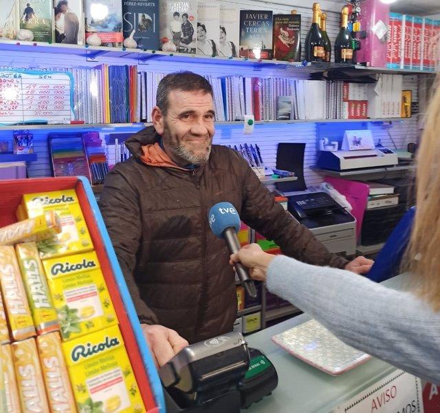 Propietario de la librería de Pasai Trintxerpe que ha vendido un  décimo del segundo premio de 'El Niño'