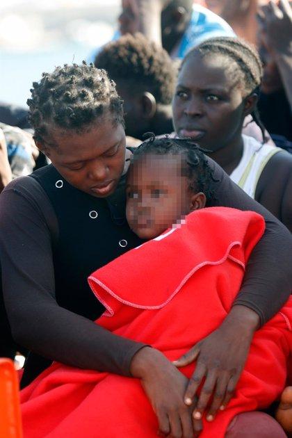 Rescatados seis menores y nueve adultos que navegaban en una patera en aguas de Alborán