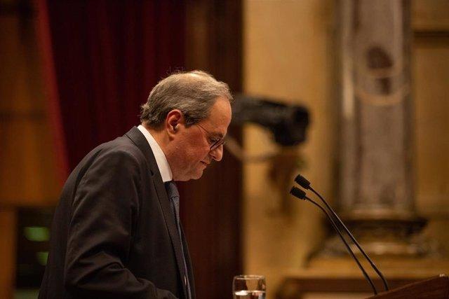 El presidente de la Generalitat, Quim Torra, interviene desde la tribuna del Parlament en un pleno extraordinario convocado tras la decisión de la Junta Electoral Central (JEC) de inhabilitarle en Barcelona (Cataluña, España), a 4 de enero de 2020.