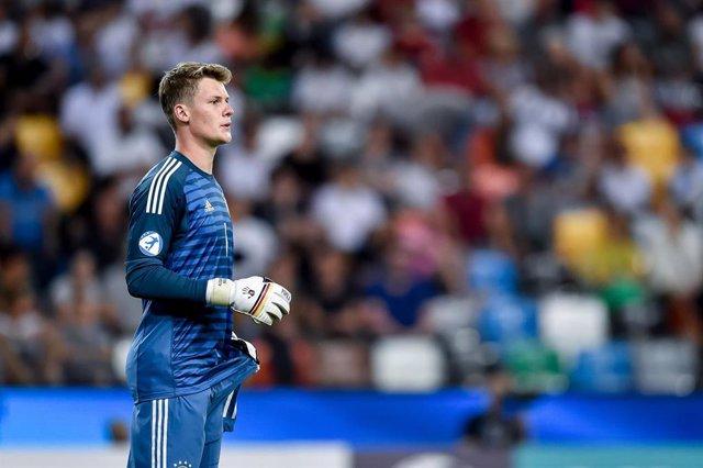 Alexander Nubel jugando con Alemania
