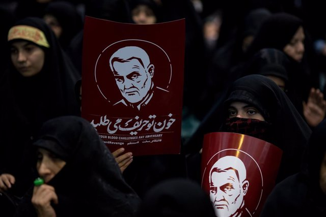 Dones a l'Iran amb imatges del general iranià Qasem Soleimani