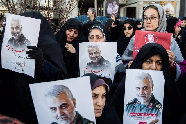 Participantes en el funeral en Teherán del general Qasem Soleimani, jefe de la Fuerza Quds de la Guardia Revolucionaria de Irán.