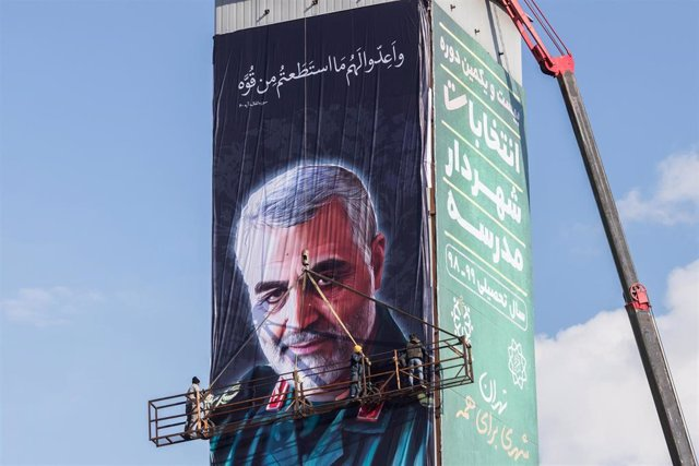 Cartel con la imagen de Qasem Soleimani
