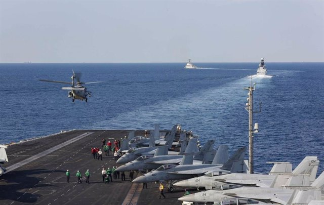 El 'USS Abraham Lincoln' en el estrecho de Ormuz