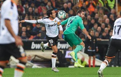 Real Madrid y Valencia estrenan la aventura árabe sin sus mejores delanteros