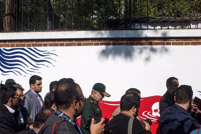 Imatge d'arxiu del cap de la Gurdia Revolucionria de l'Iran, el general Hosein Salami, en un acte davant l'antiga ambaixada dels EUA a Teheran