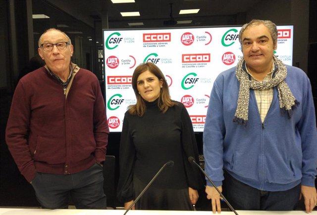 De derecha a izquierda los responsables de CCOO, CSIF y UGT Carlos Julio López, Raquel Fernández y Tomás Pérez, respectivamente.