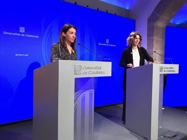 La consellera de la Presidncia, Meritxell Budó i la consellera d'Empresa i Coneixement, ngels Chacón.