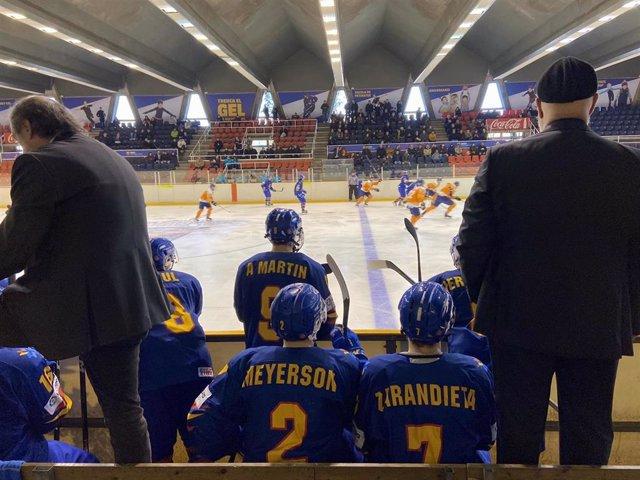 Imagen del partido entre España y los Países Bajos del Preolímpico de hockey hielo