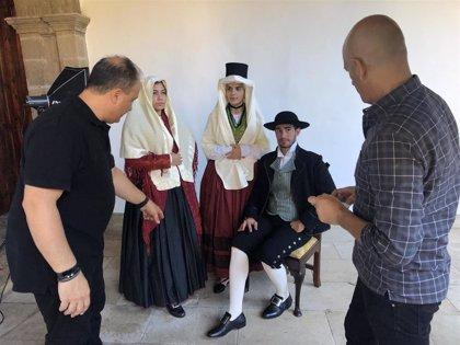 Catorce grupos folclóricos colaboran en el calendario de la indumentaria tradicional de Tenerife