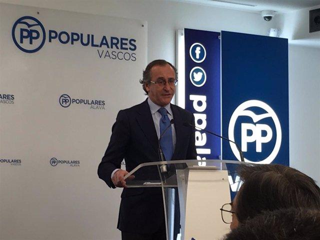 """Alonso (PP) responsabiliza a Urkullu de los contratos bajo """"sospecha"""" adjudicados a un miembro del PNV."""