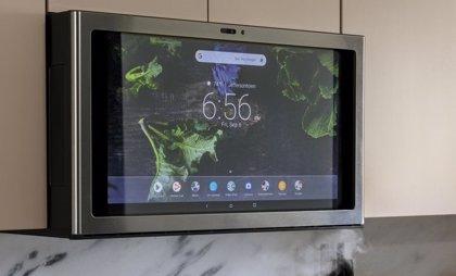 GE crea un microondas inteligente con pantalla que permite ver Netflix y sugiere recetas con los ingredientes de la casa