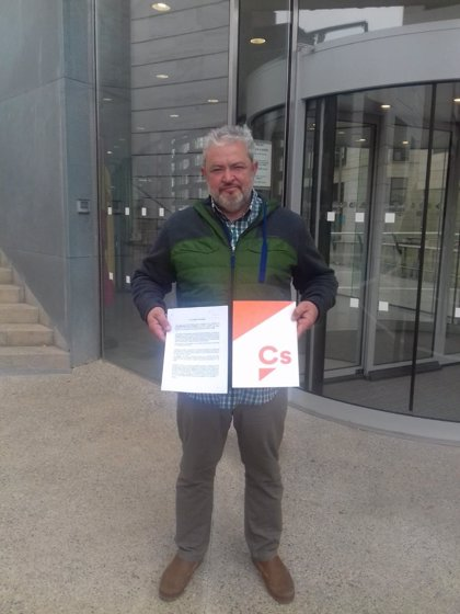 Cs denuncia al alcalde de Alcarràs (Lleida) por incumplir la ley de banderas
