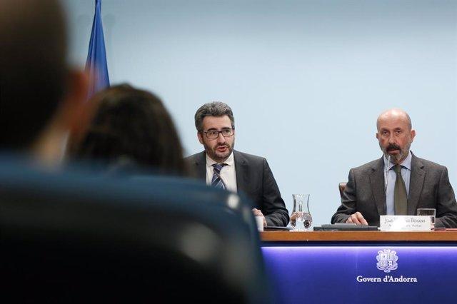 Els ministres andorrans Eric Jover i Joan Martínez durant la compareixença posterior al primer Consell de Ministres de l'any.