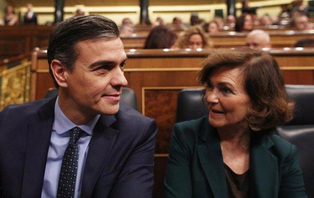El presidente del Gobierno en funciones, Pedro Sánchez y la vicepresidenta del Gobierno en funciones, Carmen Calvo, en la sesión de constitución de las Cortes para la XIV Legislatura en el Congreso de los DiputadoS