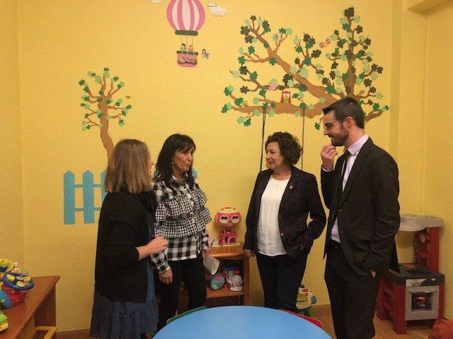 La consejera de Servicios Sociales, Ana Santos, visita el Punto de Encuentro Familiar