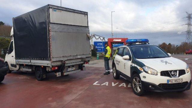 Detenido el conductor de una furgoneta que cuadriplicó la tasa máxima de alcoholemia permitida en Allariz (Ourense).