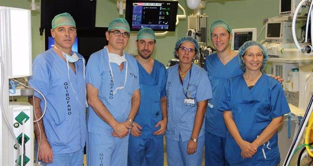 El Clínico San Carlos (Madrid) hace el primer implante en España de prótesis autoexpandible sobre válvula mitral nativa