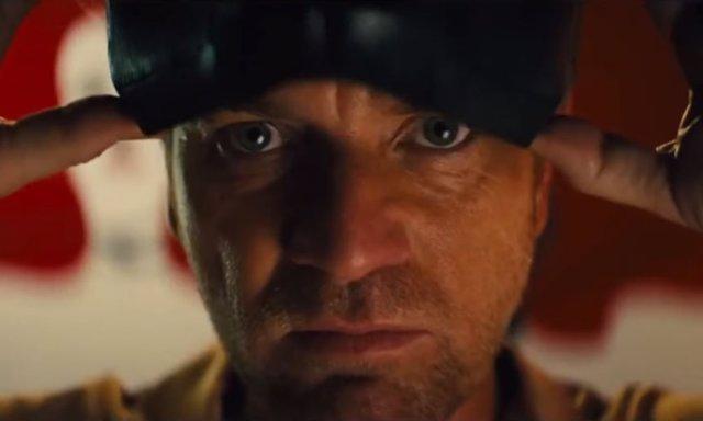 Ewan McGregor como Máscara Negra en Aves de Presa