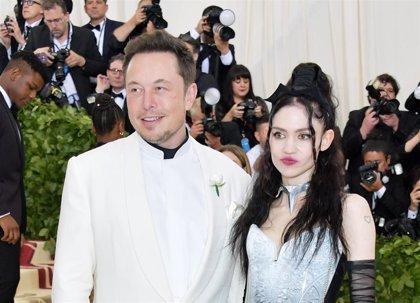Grimes y Elon Musk esperan su primer hijo en común e Instagram les censura la noticia