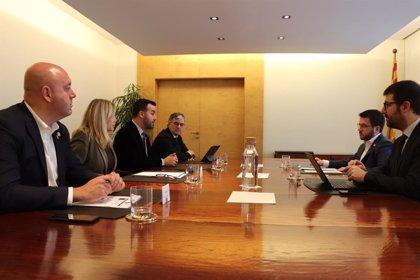 Aragonès y Soler (ACM) abordan la agenda municipalista en financiación y promoción económica