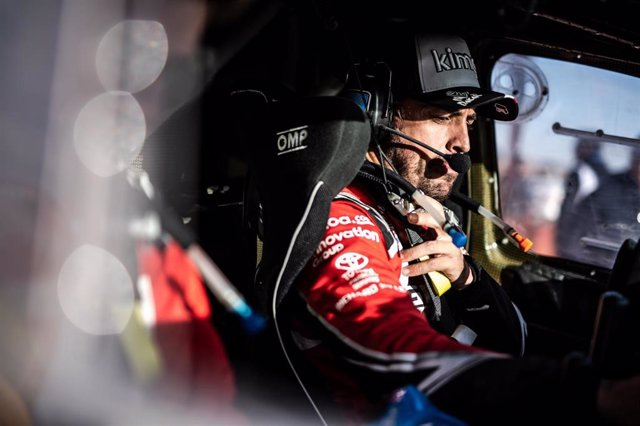 Fernando Alonso dentro de su Toyota durante el Rally Dakar 2020