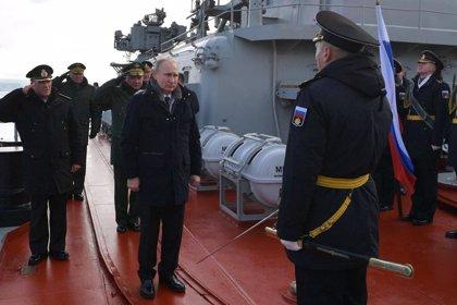 """Putin supervisa el lanzamiento de un misil balístico """"hipersónico"""" cerca de Crimea"""