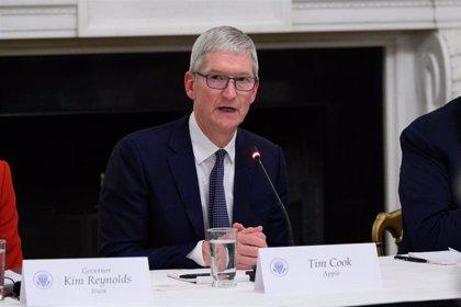 Irlanda premia a Tim Cook en plena batalla legal con Bruselas por las ventajas fiscales ilegales a Apple
