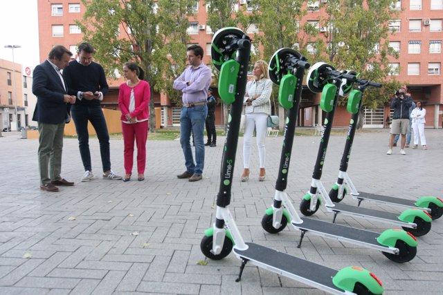 Lime comienza a prestar un servicio de patinetes eléctricos para facilitar la movilidad urbana  en Tres Cantos