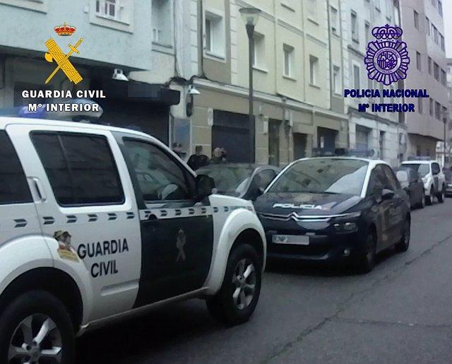 Vehicles de la Policia Nacional i la Gurdia Civil - Arxiu