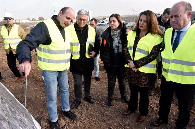 La consejera de Agricultura, Ganadería, Pesca y Desarrollo Sostenible, Carmen Crespo, visita las obras de restauración que se están llevando a cabo por la DANA de septiembre.