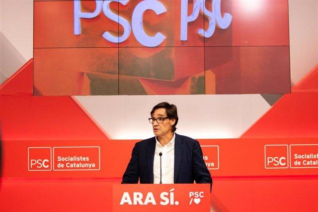 El secretario del Área de Organización del PSC, Salvador Illa, ofrece declaraciones a los medios de comunicación durante la noche electoral del 10N en la sede del PSC de Barcelona (Catalunya, España)
