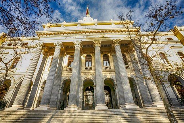 Fachada exterior del Palacio de la Bolsa de Madrid