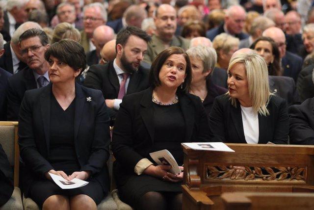 Arlene Foster, líder del DUP, i Mary Lou McDonald, líder del Sinn Féin.